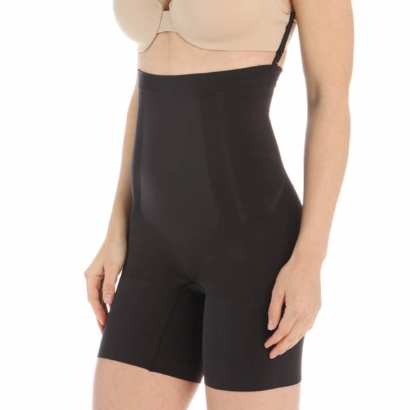 06610257f8 SPANX Womens OnCore High Waisted Mid Thigh Shorts.  M_5b332a30819e90d593d4937b